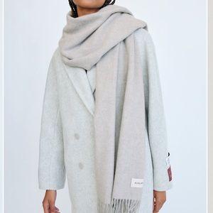 Aritzia Auxiliary Wool Scarf